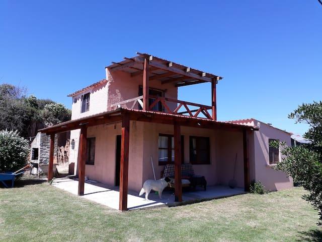 Casa a 1 cuadra de la playa en la paloma