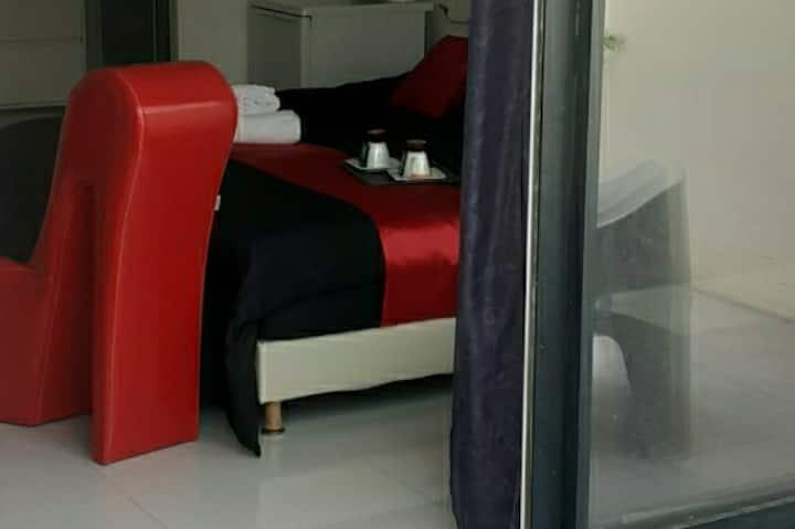 Love Room Sensuelle avec sdb et terrasse