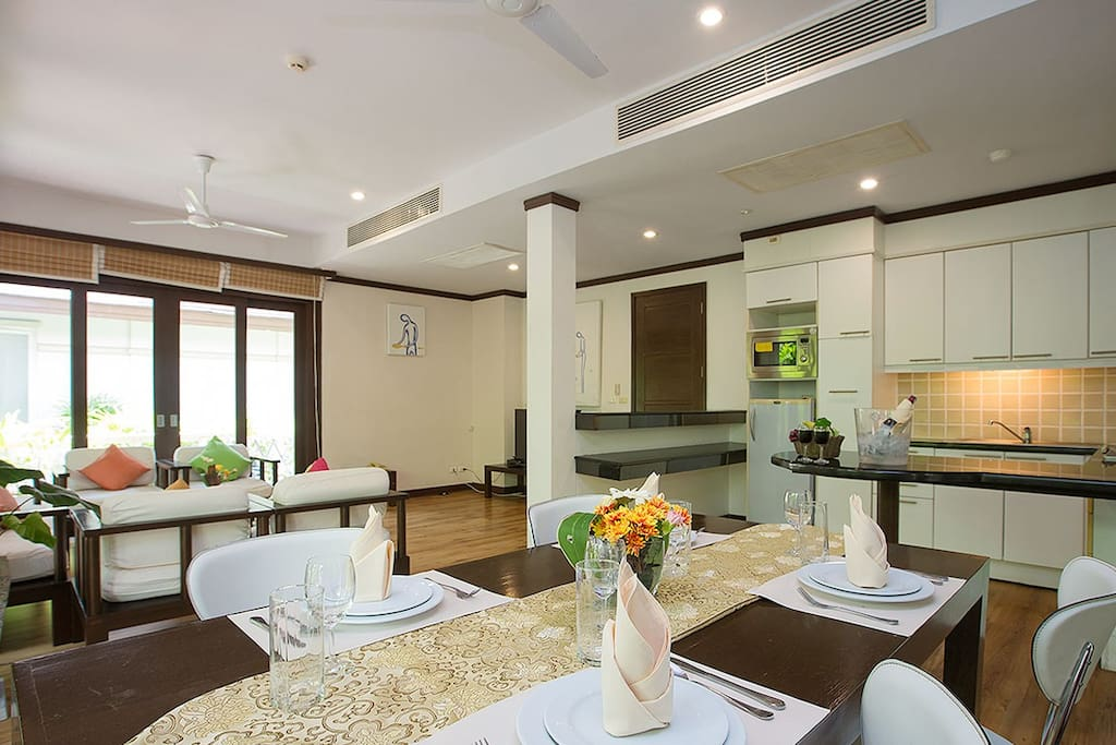 Kitchen, dining and lounge area