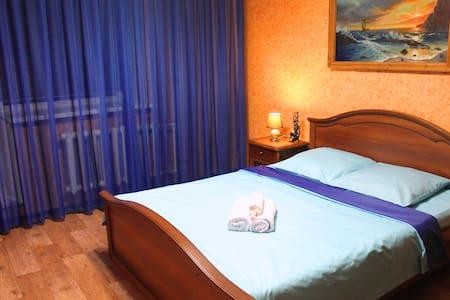 Ленина 38 хорошая квартира в центре - Surgut - Daire