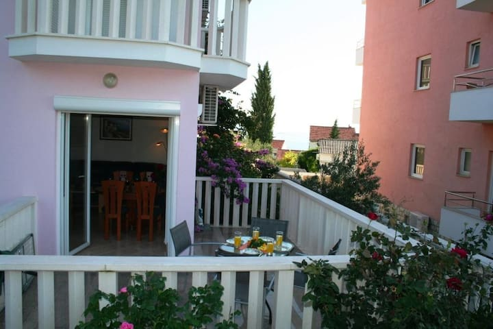 Spacious Apt, Terrace Seaviews, 200m to beach