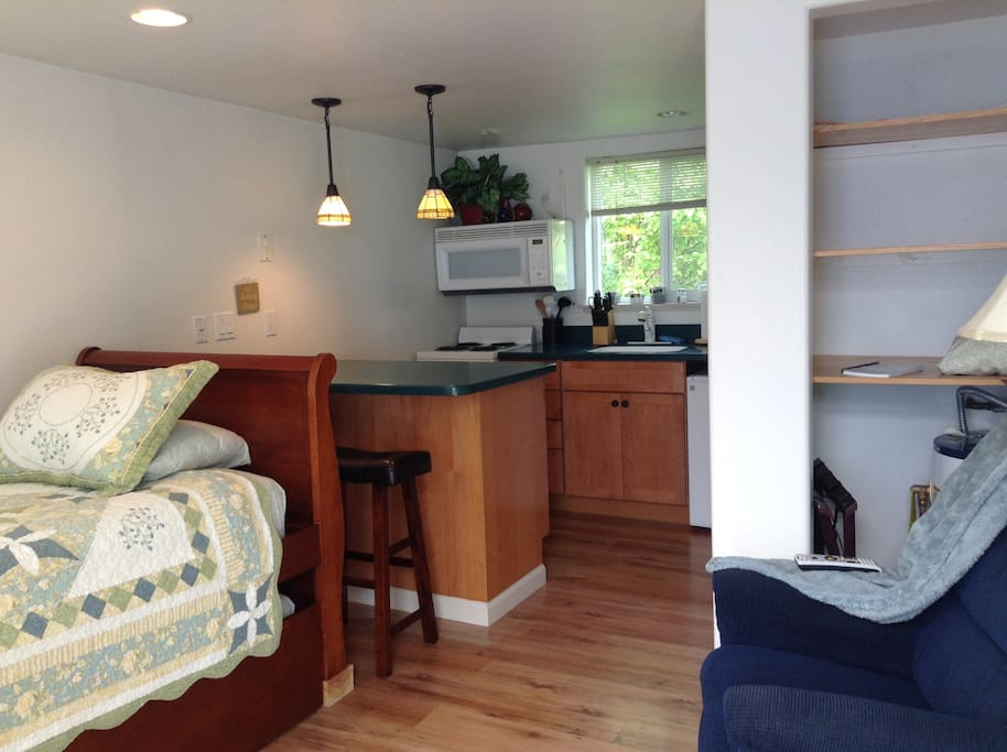 Trundle bed, fully-equipped kitchen
