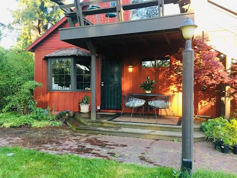 BunkHouse Retreat at Minto-Brown Island