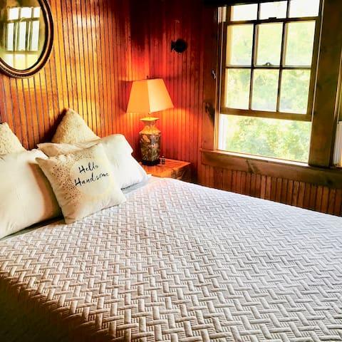 Samsara Yacht Room, Cherry Grove