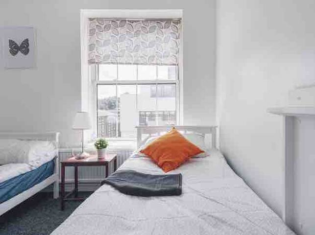 Spacious 4-bedroom Flat in Arsenal