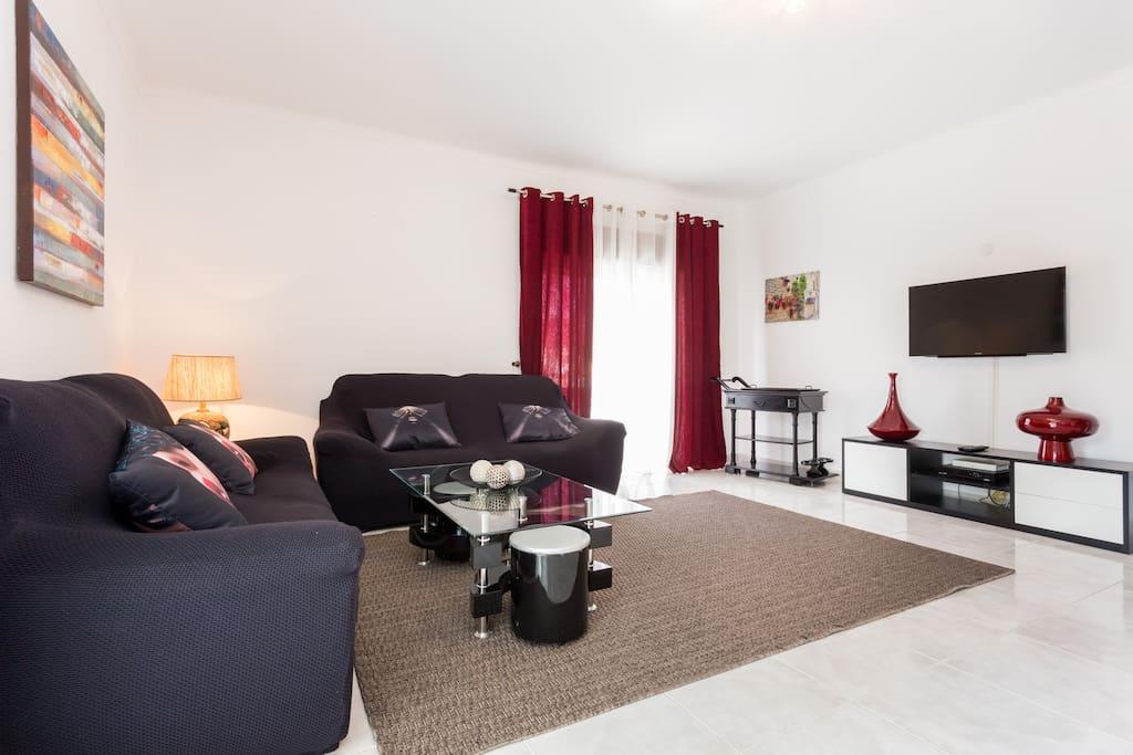 Sala de estar com TV por cabo e Wi-Fi gratuito.