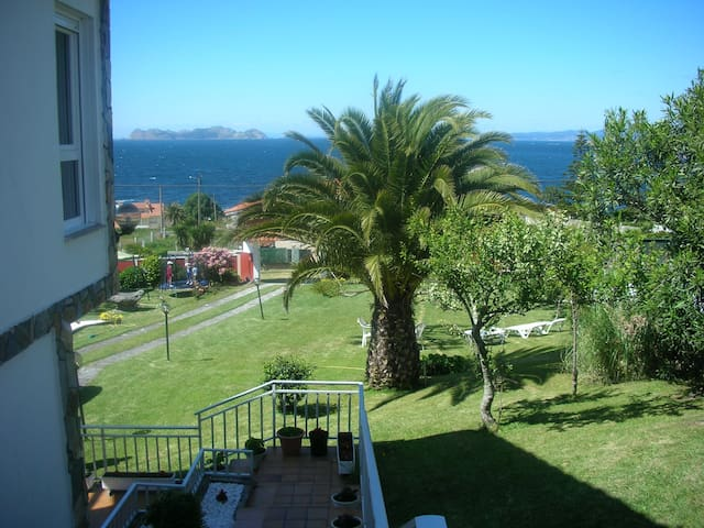 Casa con finca y jardín en Baiona, frente al mar - As Cadeiras - Huis