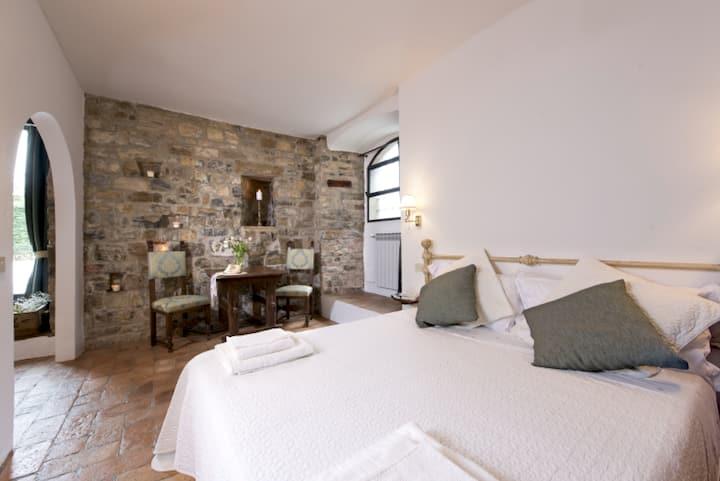 """B&B Torre di Badia-Room 1 """"S.Giovanni Gualberto"""""""