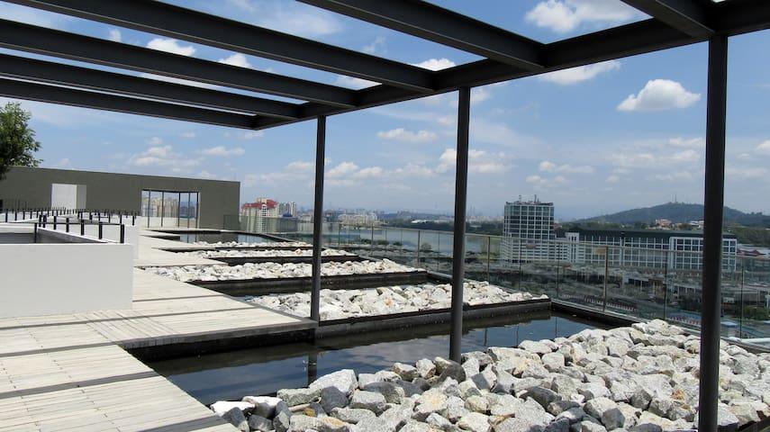 Comfort & Free Style Soho@UNIV 360 PLACE(Near UPM) - Seri Kembangan - Condominium