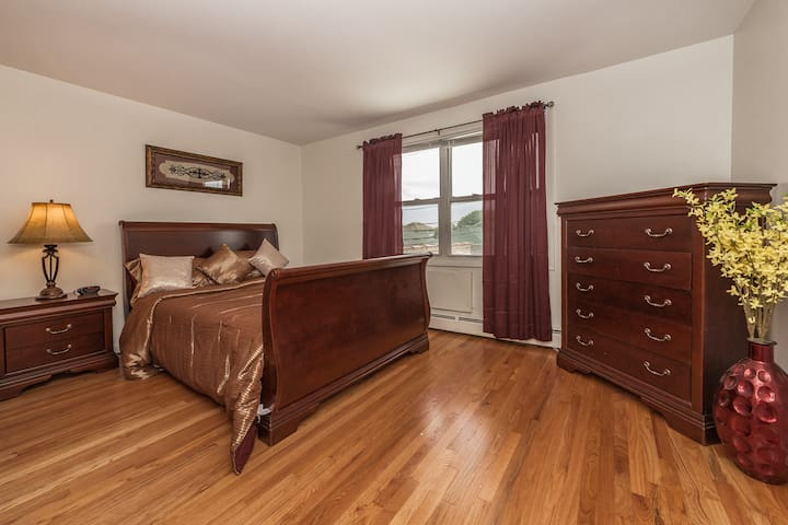 Cozy Condo Sleeps 5, Mins From O'Hare/Rosemont...