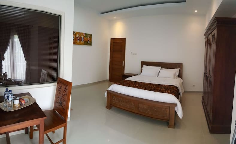 Spacious room with private bathroom - Ngaglik - Bed & Breakfast