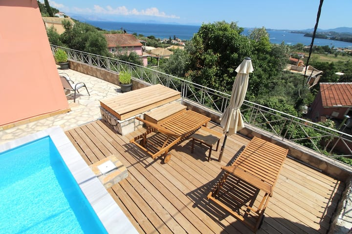 Pyrgi View Executive,private pool ,glorious views