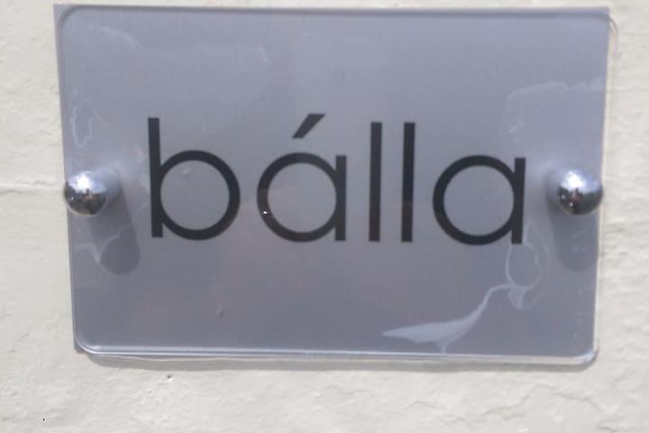 Balla, spacious apartment in centre of town