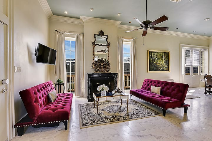 FrenchQtr Mansion w Largest Balcony - New Orleans - Condominium