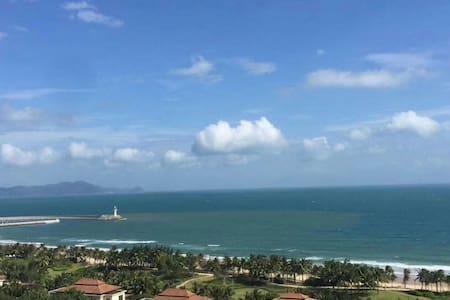 清水湾瀚海银滩160度海景酒店式度假公寓。