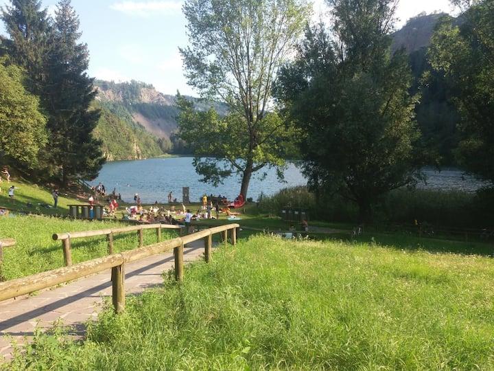 A due passi dal lago