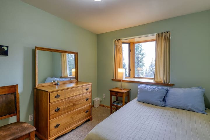 Front Bedroom - Full Size Bed with lakeview from bay window