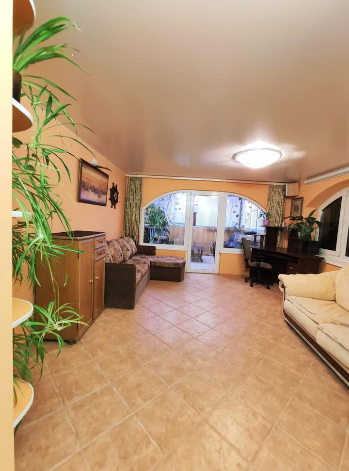Современная эргономичная квартира в частном доме