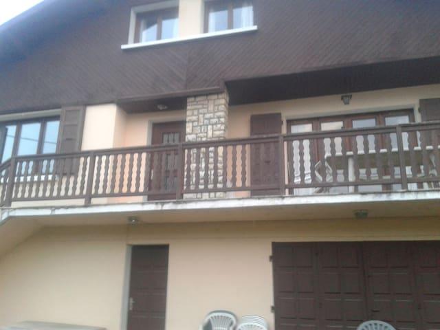 Grande maison/jardin/terrasse