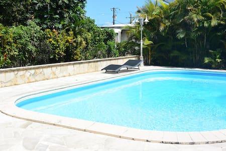 Bungalow avec piscine - Petit Bourg