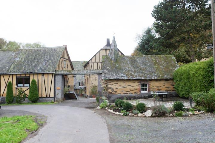 Originelle, heimelige Unterkunft im 1000 Jahre alten Mühlenkomplex in der Eifel