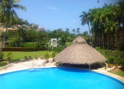 Condo en la Playa junto al Campo de Golf -Ixtapa