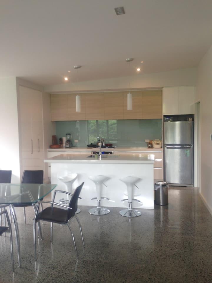 Own room and bathroom in sunny Tauranga