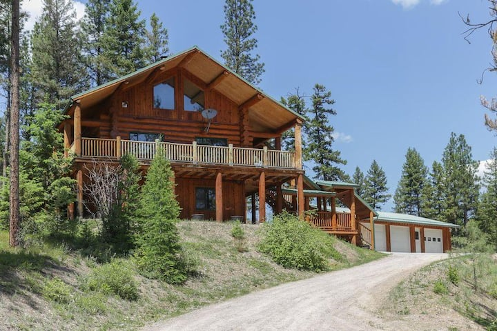 The Bear Creek Lodge- Rustic Log Home With Acreage Near River Access