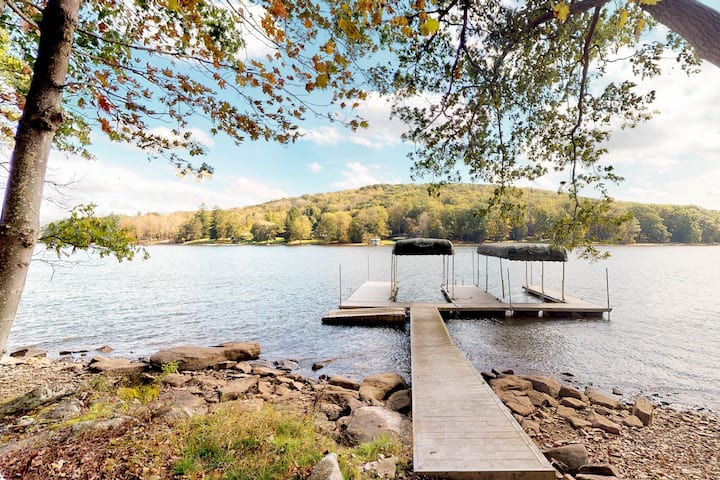 Dog-friendly lakefront home w/dock, private boat slip, hot tub!