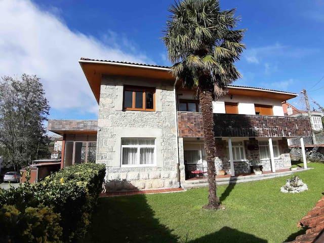 Casa con jardín en el centro de Ramales
