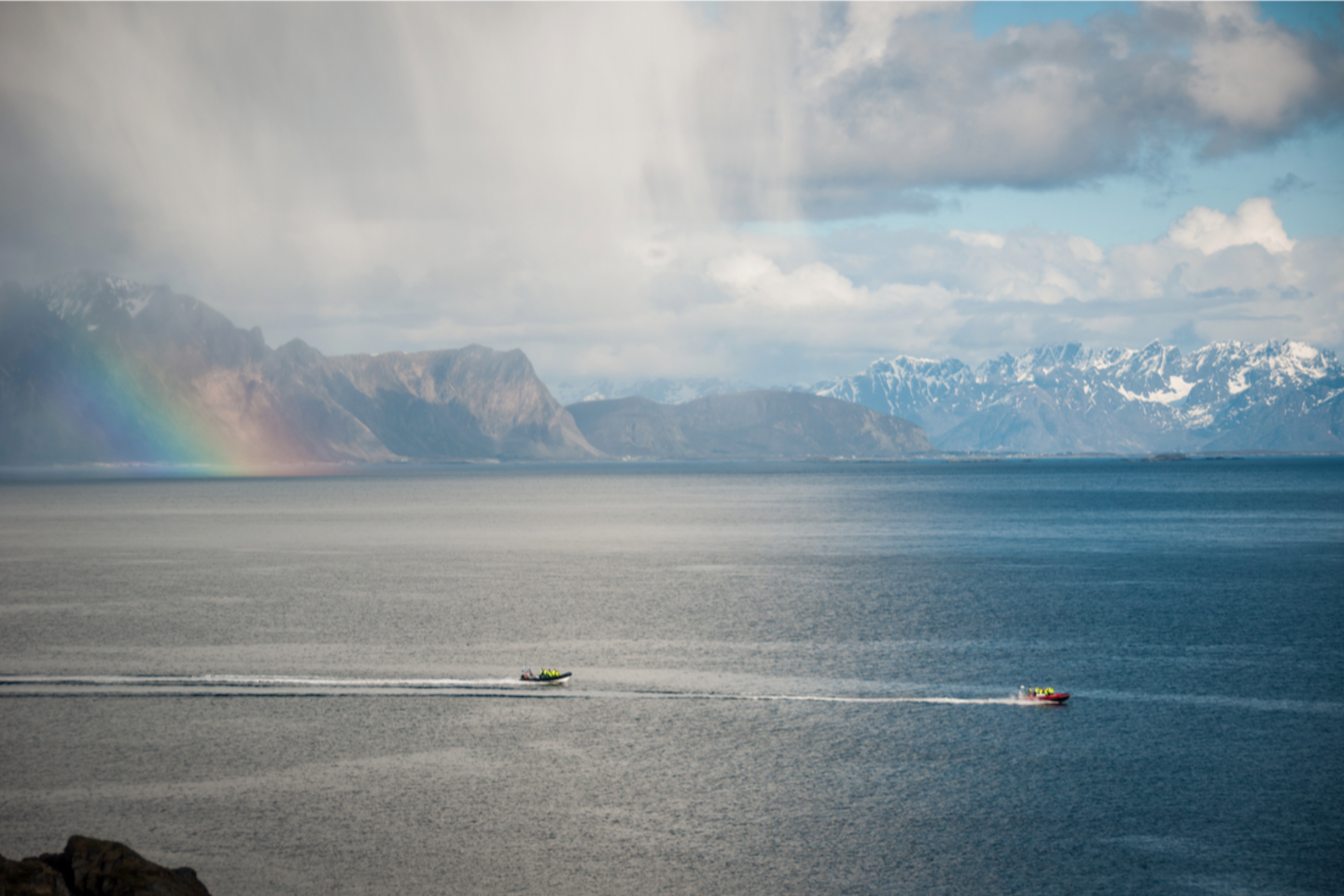 The boat ride from Vinje in Bø in Vesterålen to Litløya - Littleisland takes around 15 minutes, depending on the weather.