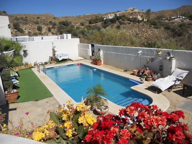 BED AND BREAKFAST FROM 50€ PER COUPLE private pool