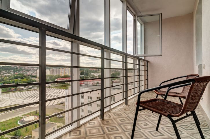 Новые апартаменты с панорамным видом на Центр.