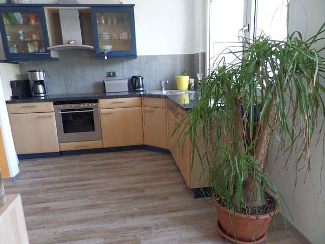 Top Apartment with Balcony Newly renovated - Essen - Wohnung