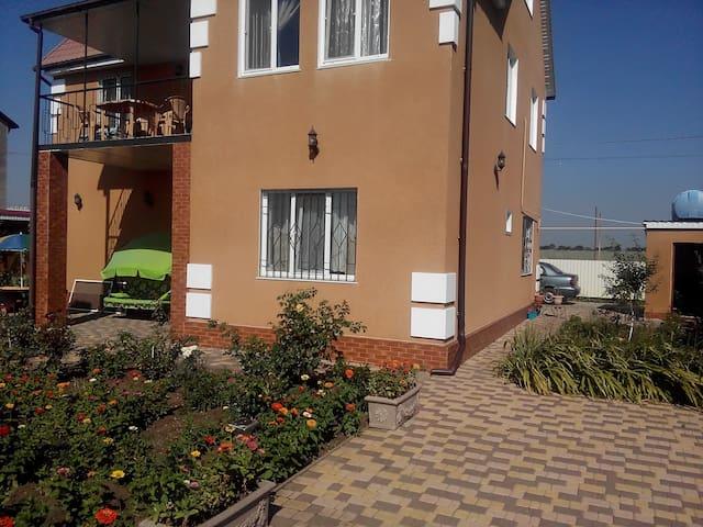 """Mini-hotel """"Tenistuy"""" at Karolino-Bugaz - Karolino-Buhaz"""