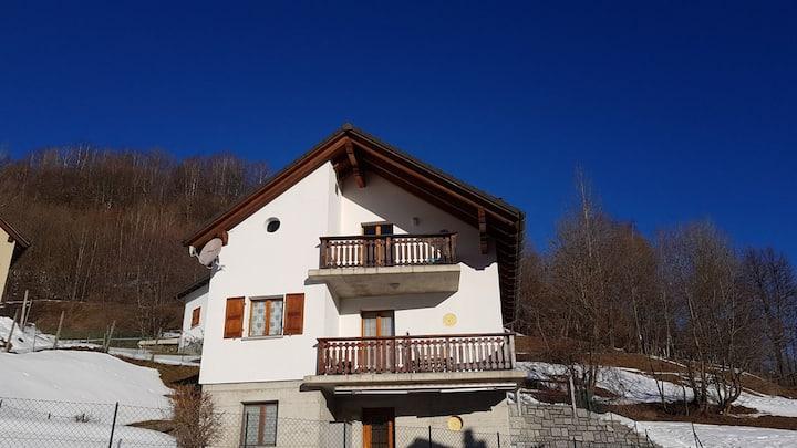 Casa Sole. Sempre soleggiato con vista montagne