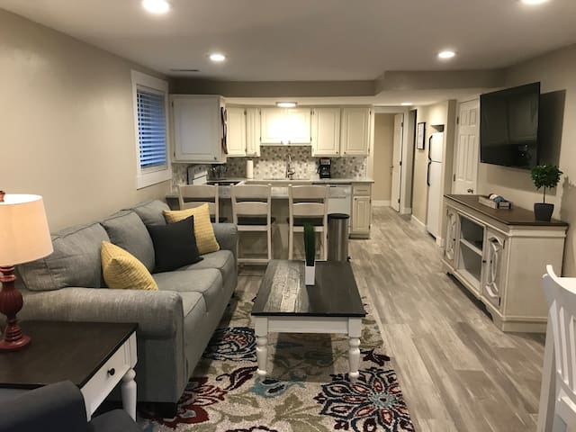 Gorgeous Salt Lake City Airbnb 3 Bedroom Sleeps 8