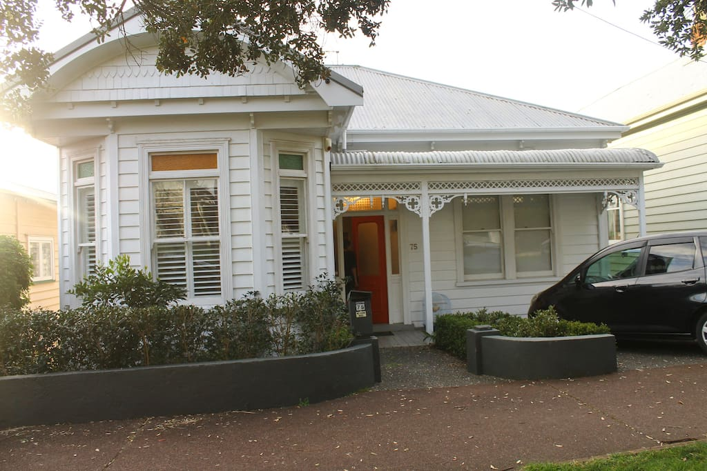 Auckland villa in Grey Lynn, recently renovated, built 1914
