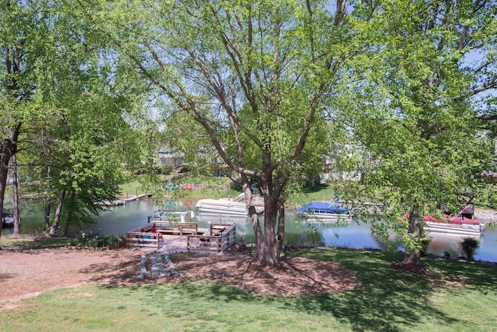 Waterfront Lake Norman Cottage with Boat Rental
