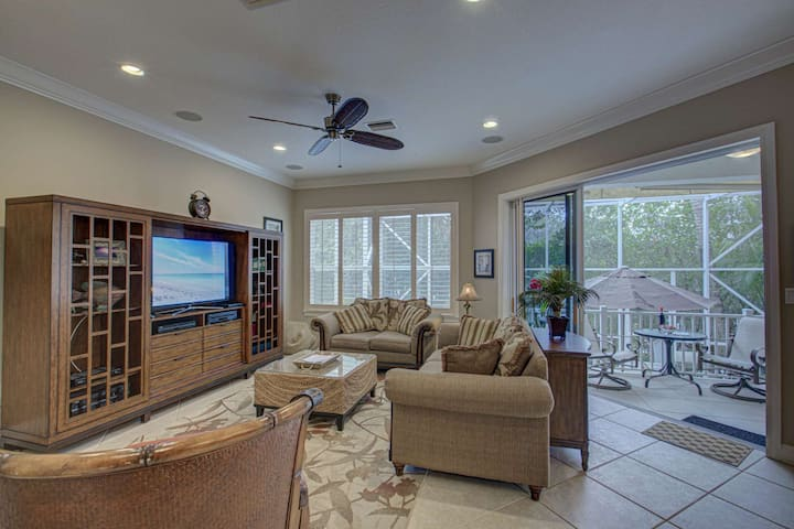 4 Bedroom, Walk to Siesta Key Beach, Canal Home,  Heated Splash Pool, WiFi