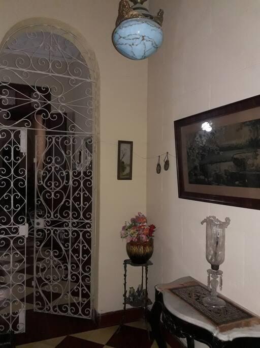 magestuosa entrada, visita al pasado