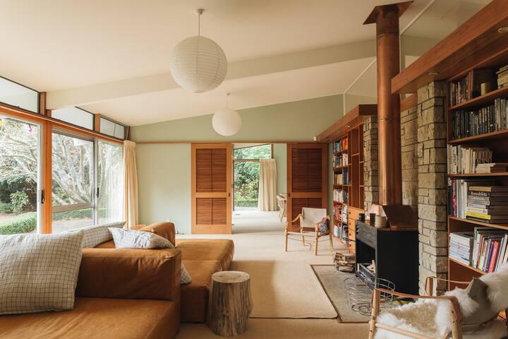 Riverbank Modernist Retreat
