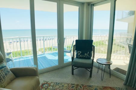 50 steps to the sand: Oceanfront 3 Bath/3 Bedrooms