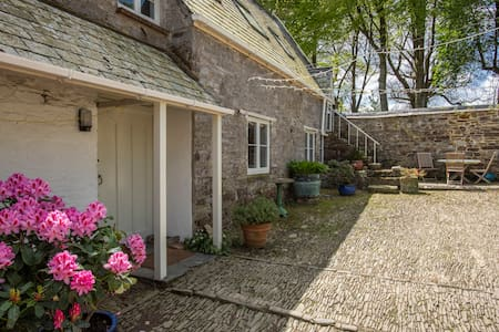 Idyllic Cottage +  HOT TUB + beaches & moors