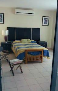 Habitación con baño y aire acondici - Mérida - Bed & Breakfast
