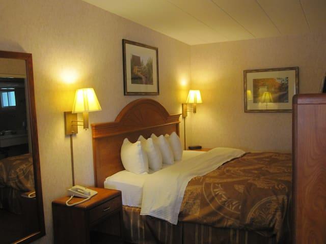 Dunlap Single Queen or King Room