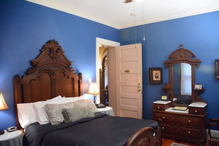 Full Rm w/Steam Shower-Stone Soup Inn (Blue Rm)