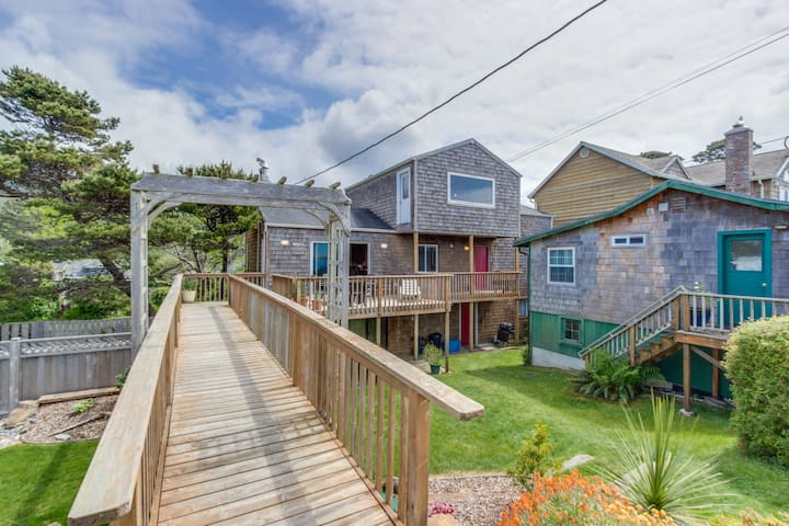 Comfy, dog-friendly house with ocean views & large deck!