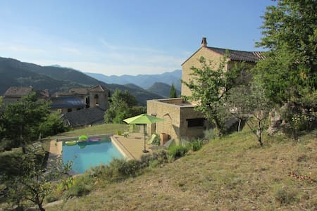 Villa avec piscine , calme et vue exceptionnelle - Montaulieu - 独立屋