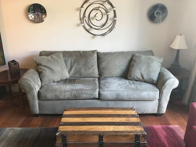 Comfy Couch in Queen Anne (women only)
